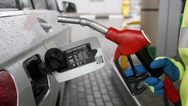 В России за недолив бензина начнут штрафовать сети АЗС