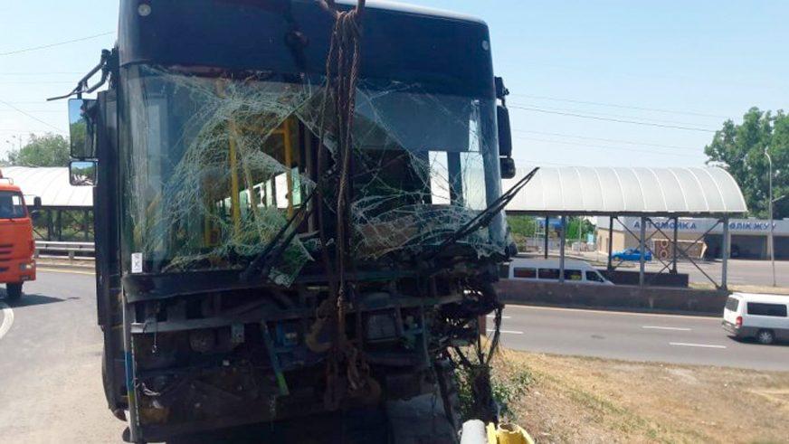 Очередной Yutong пал жертвой от рук алматинских водителей автобусов