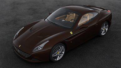 В суд на Ferrari подал сын Маккуина