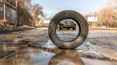 Житель Усть-Каменогорска засудил дорожников за разбитое авто