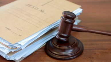 Начался суд над гаишником, убившим и ограбившим автовладельца