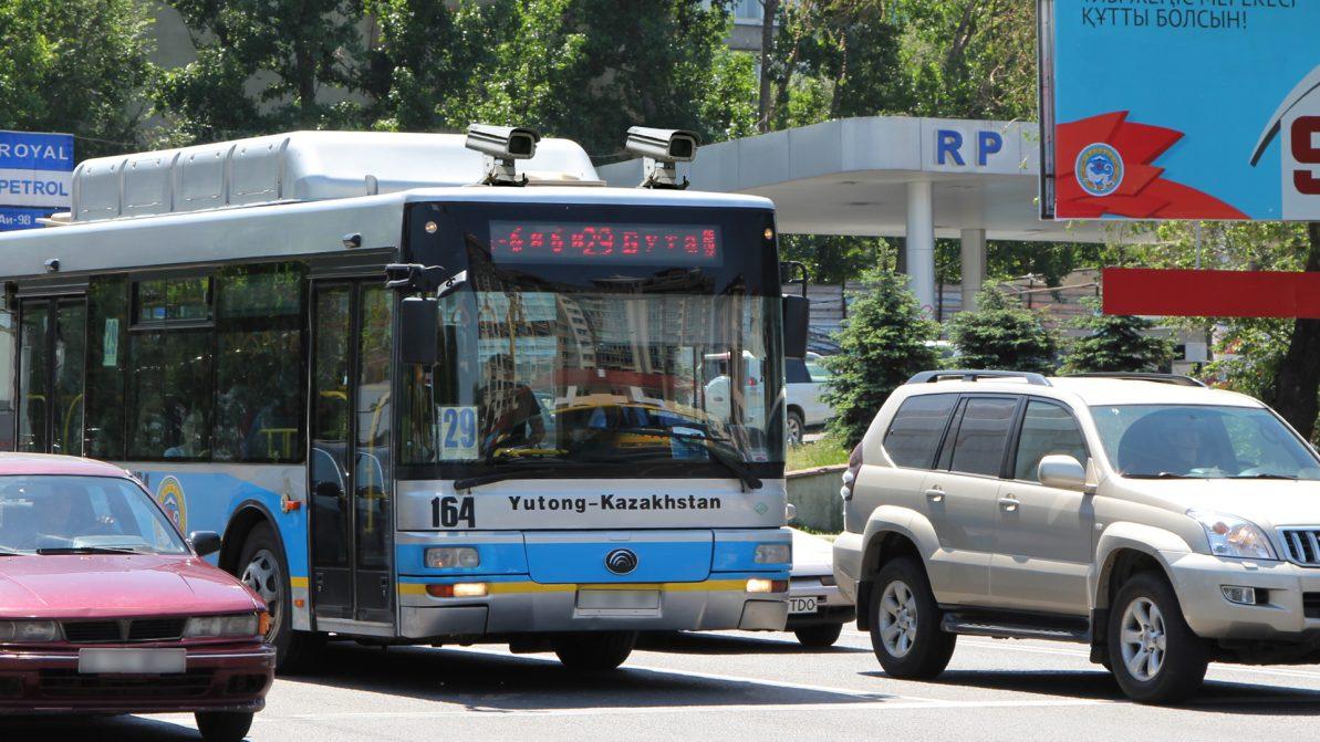 В Алматы в очередной раз пообещали установить видеокамеры в автобусы