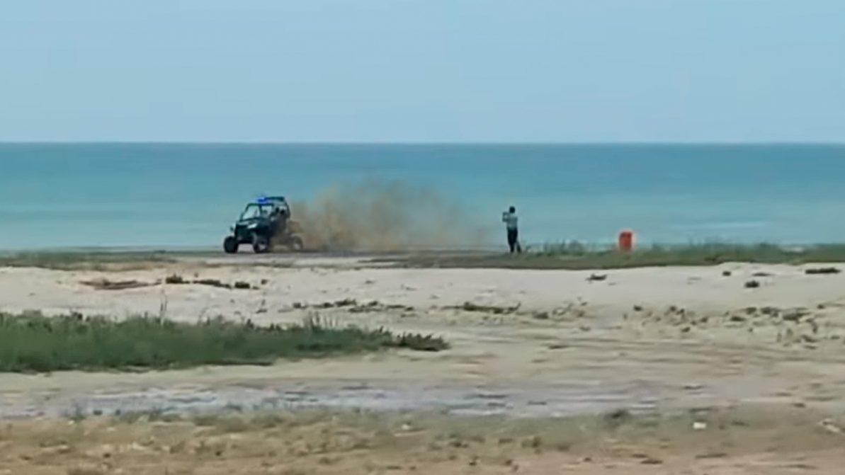 В Актау полицейских наказали за «пончики» на пляже