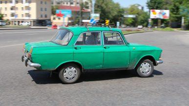 Казахстанцы не спешат расставаться с советским автохламом