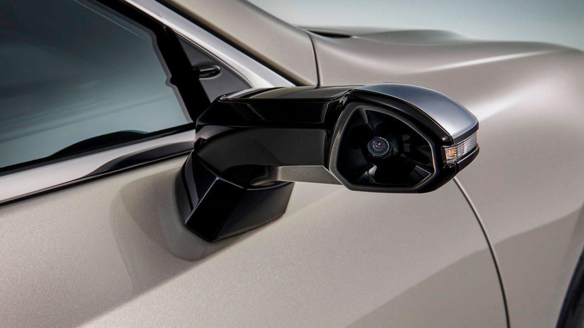 Камеры вместо зеркал появились на Lexus ES