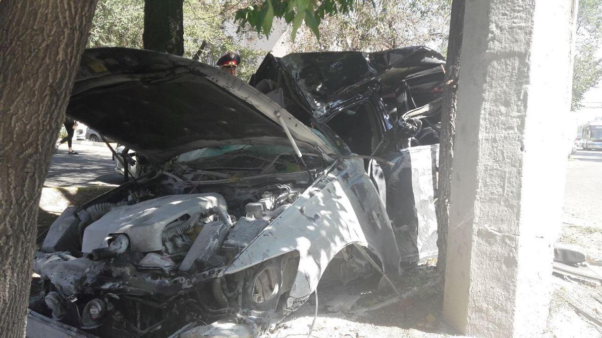 Двое пострадали в аварии с участием Lexus GS в Алматы