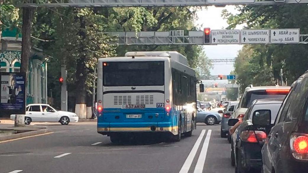 На 2.5 миллиона тенге оштрафовали водителей автобусов в Алматы