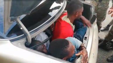 Рекордное число пассажиров запихнули в Toyota Camry