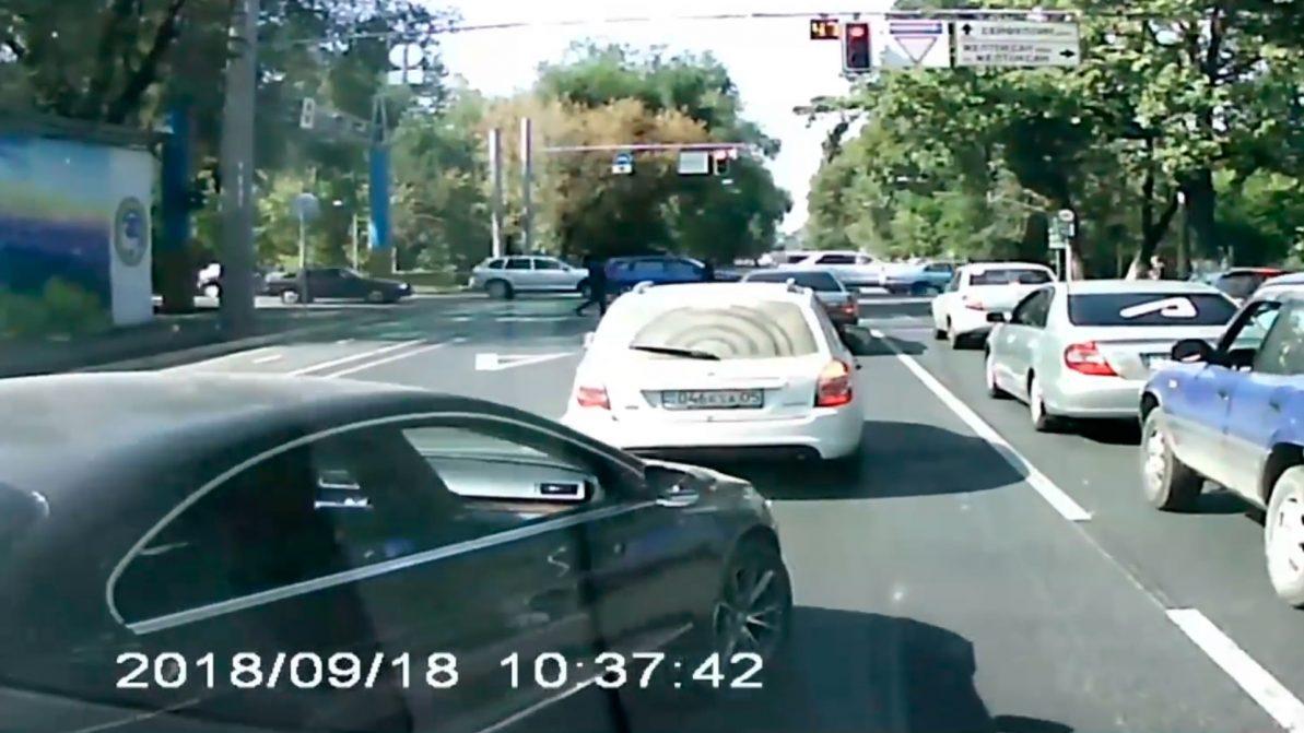 Нападение на водителя скорой: появилось видео с регистратора