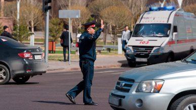 Водитель скорой с тяжелобольным сам уступил дорогу чиновникам?