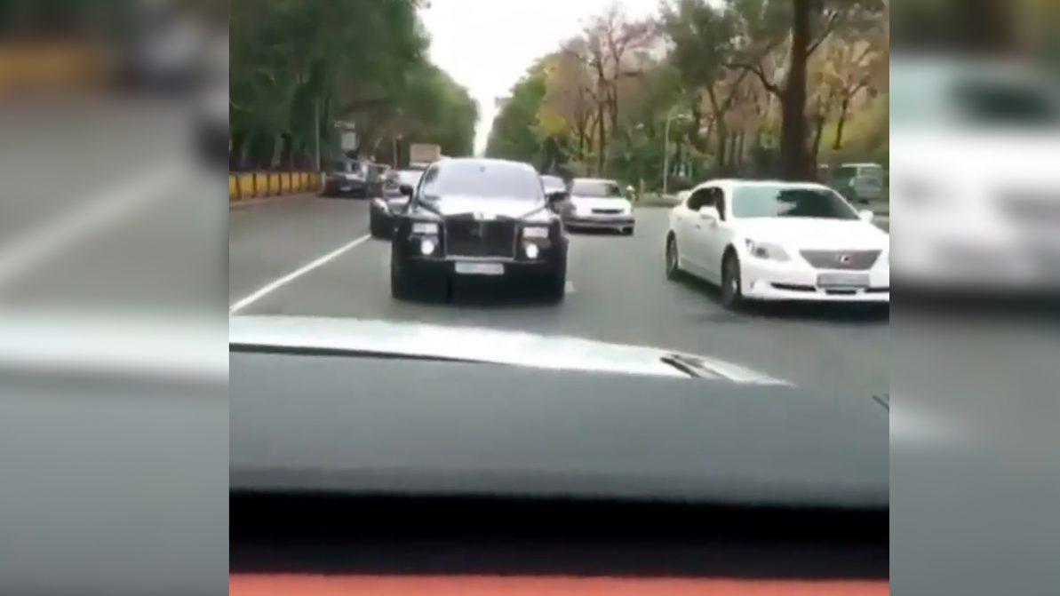 Ещё одного любителя ездить задом наперёд наказали в Алматы