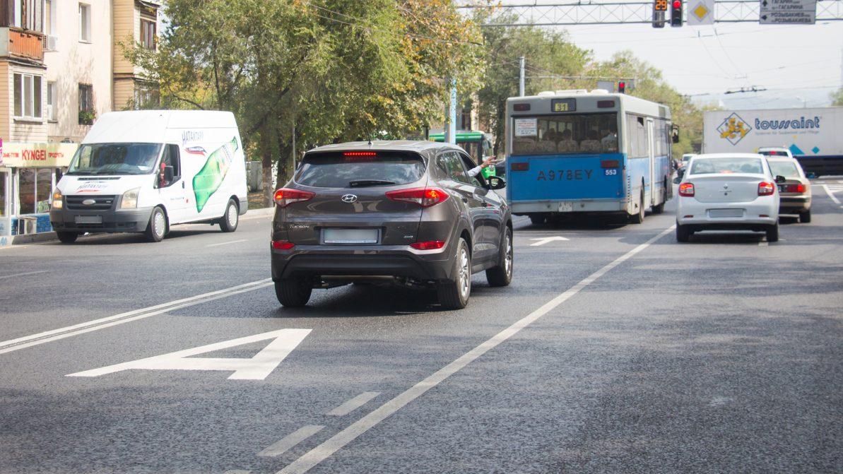 Более тысячи нарушений ПДД выявлено на полосе BRT в Алматы