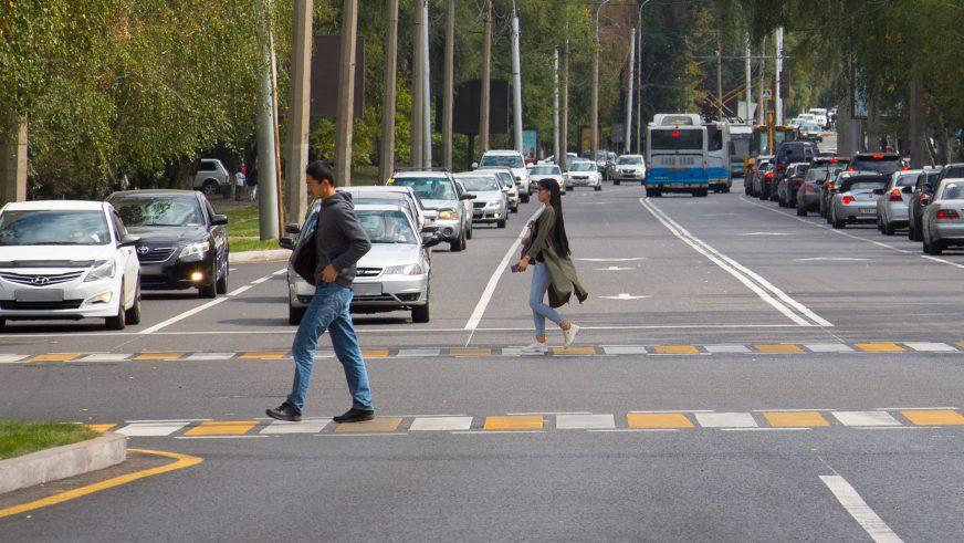 Светофор сломался. Нужно ли пропускать пешеходов?