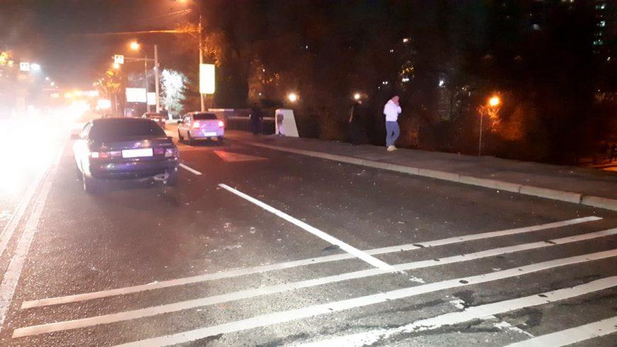 Toyota упала с моста в Алматы