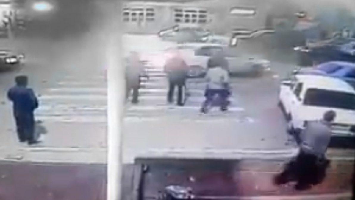 Автомобиль сбил трёх студенток на пешеходном переходе в Туркестане