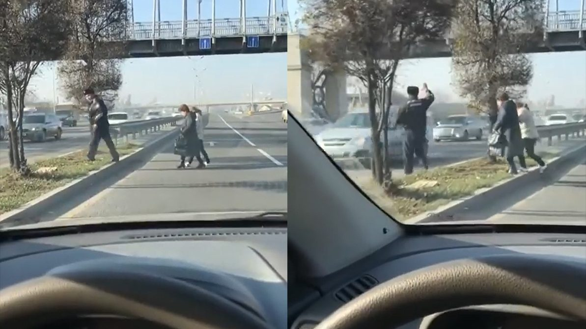 Полицейский нарушил ПДД и перевёл женщин через дорогу