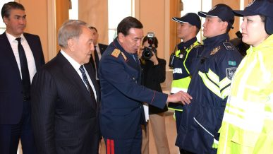 С 1 января 2019 года полицейские Казахстана оденут новую форму