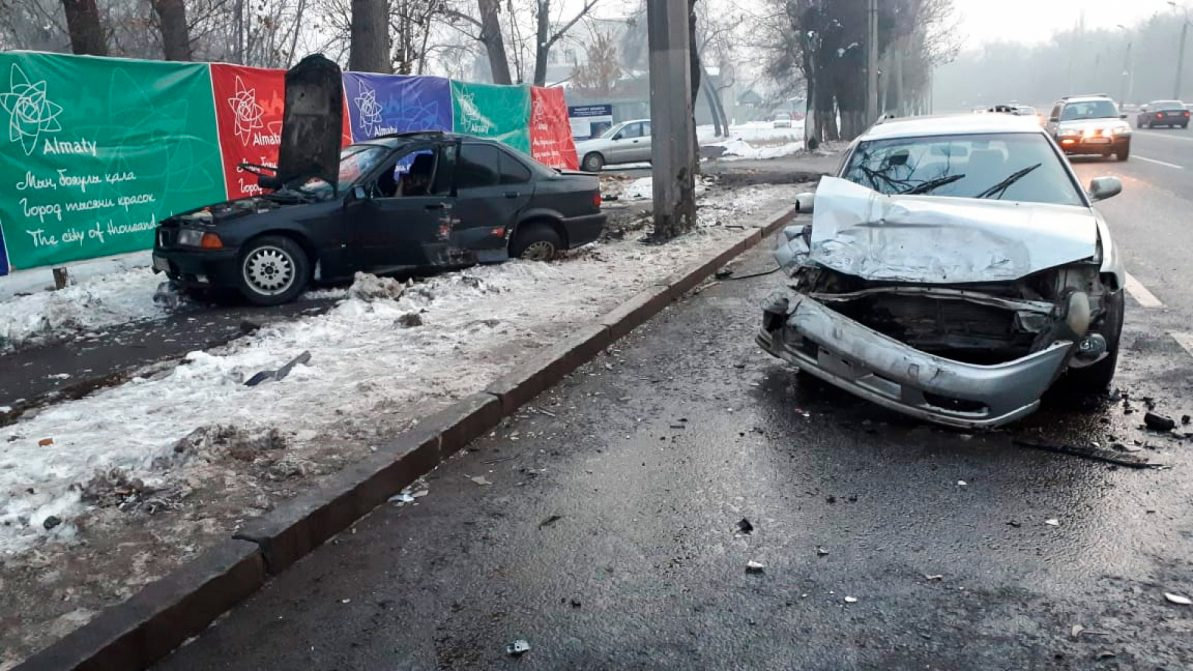 BMW и Subaru столкнулись в Алматы