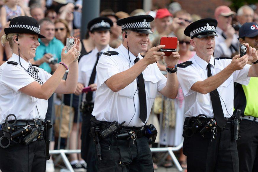 Какую форму носит полиция разных стран