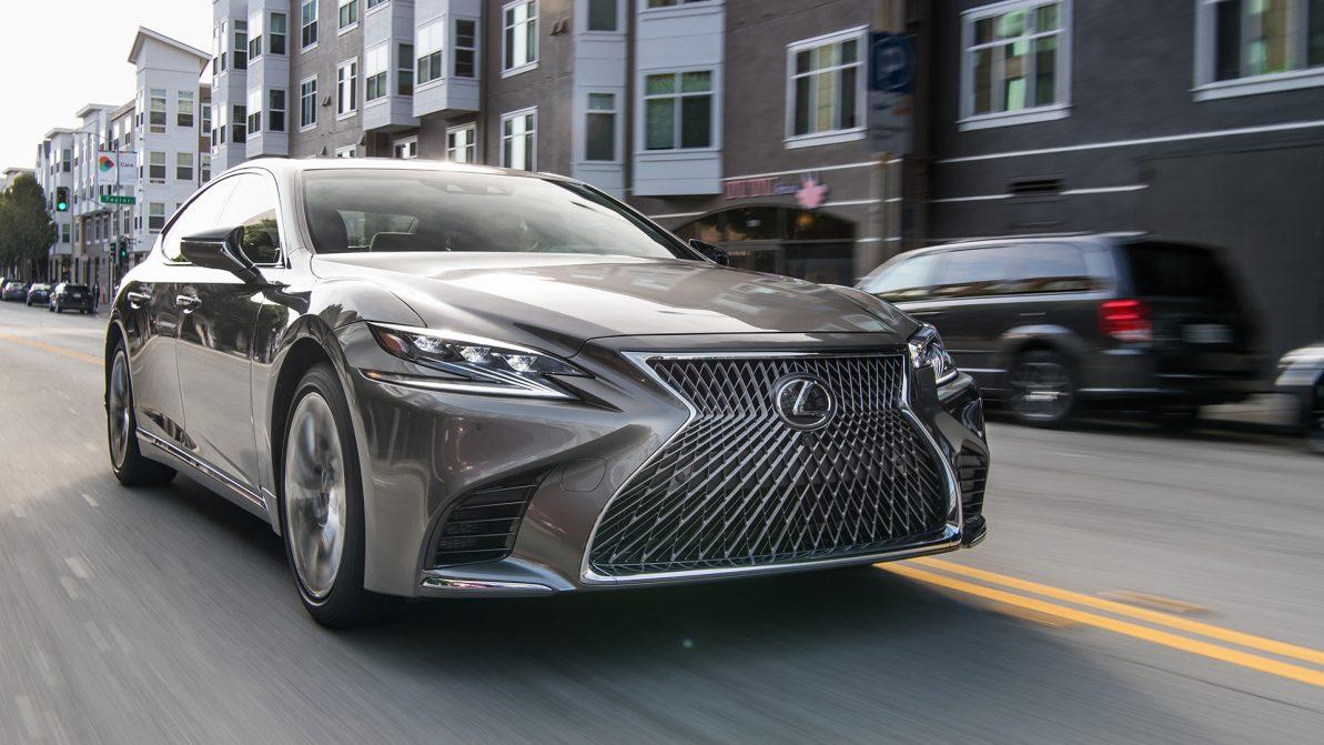 В новых Lexus LS обнаружили проблему с двигателем