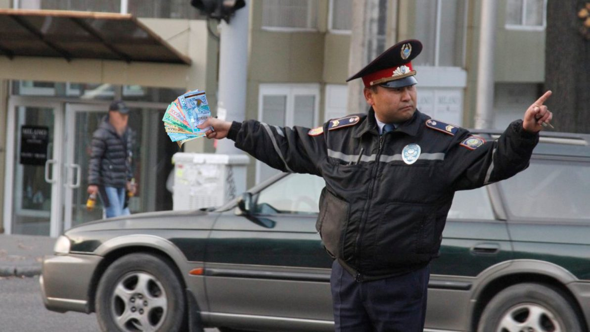 На 65 % поднимут зарплату патрульным в Казахстане