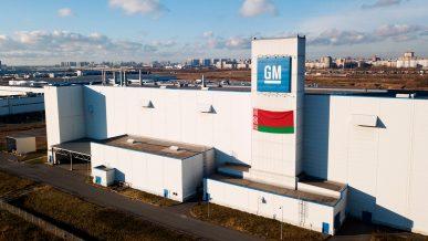 Российский завод General Motors продали белорусам