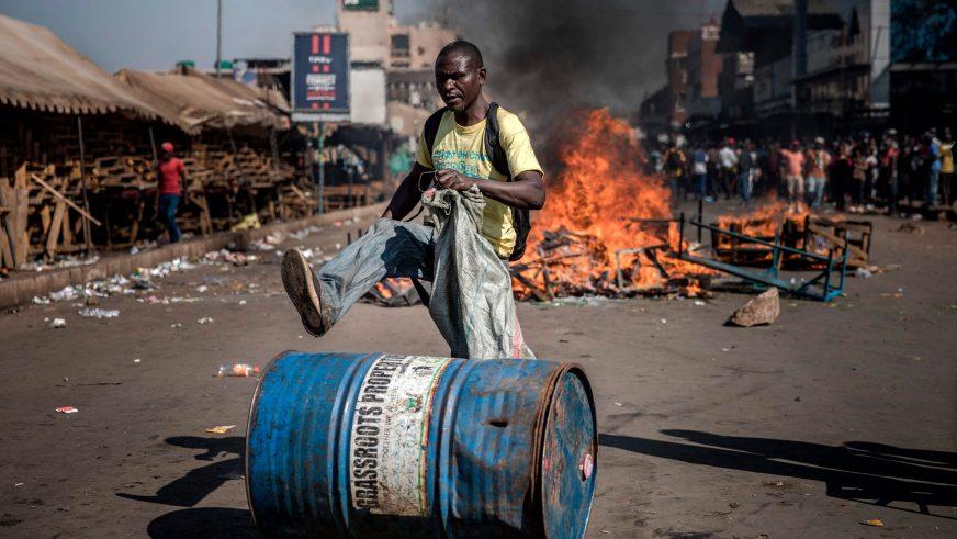 Люди гибнут за бензин в Зимбабве