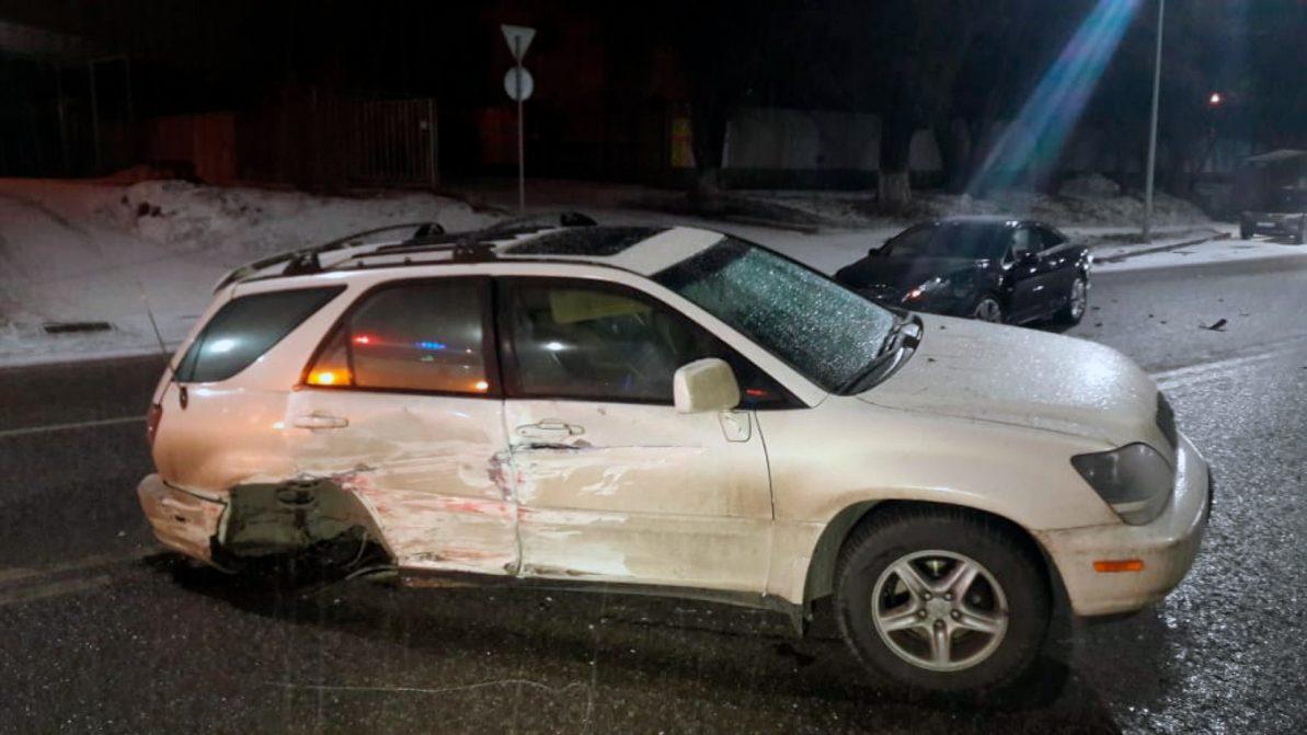 Три автомобиля столкнулись на ул. Жандосова в Алматы