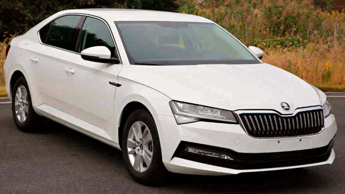 Фото рестайлинга Škoda Superb утекли в Сеть