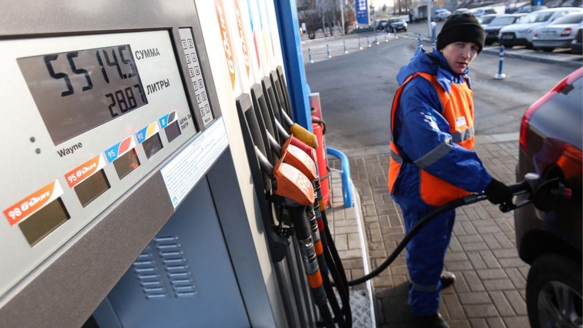 Бензин и дизель подешевели в январе