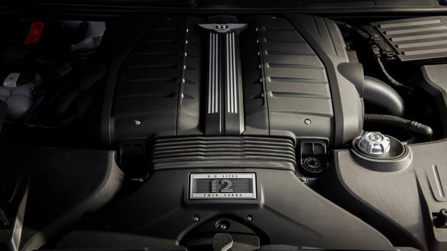 Bentley Bentayga стал самым быстрым серийным кроссовером