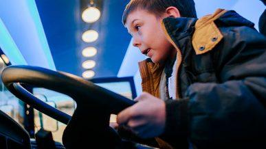 А что, если разрешить водить автобусы с 18 лет?