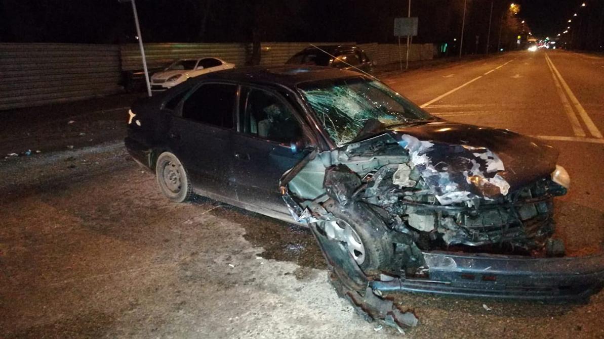 Lexus и Toyota столкнулись в Алматы. Пострадали трое