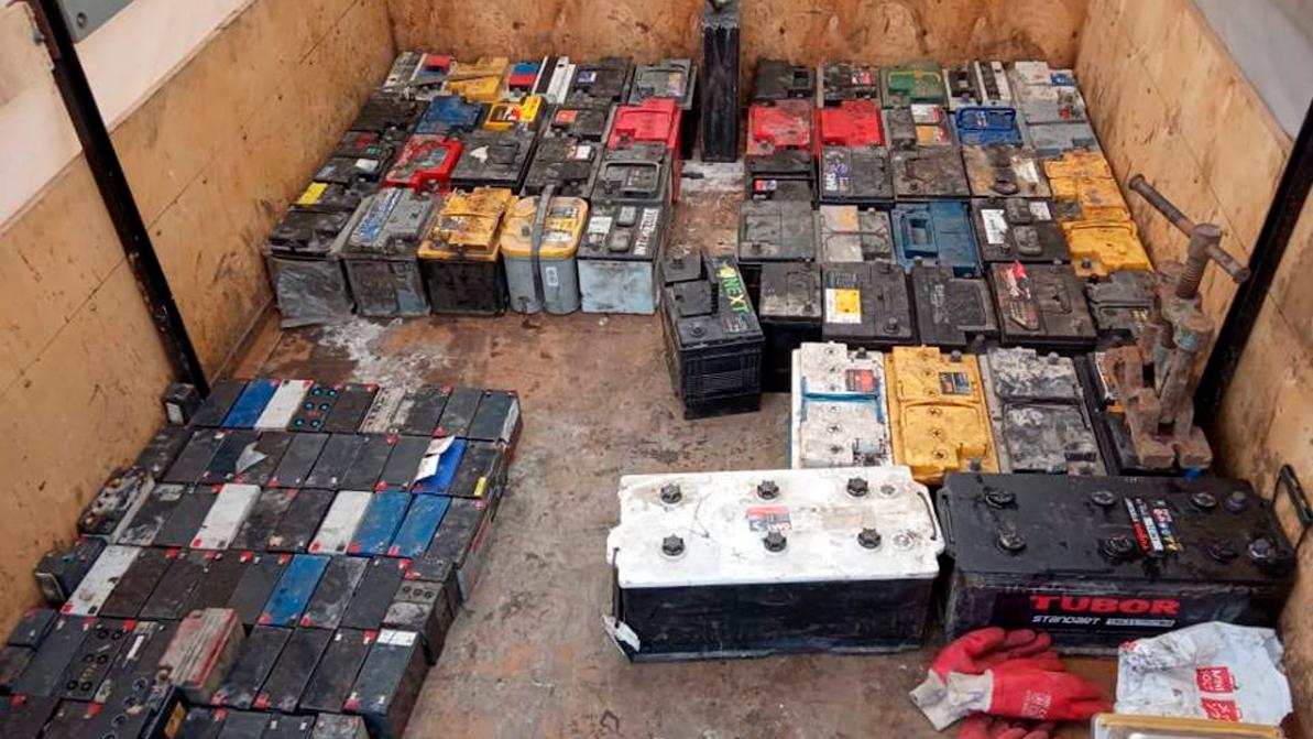 Серийных воров аккумуляторов задержали в Алматинской области