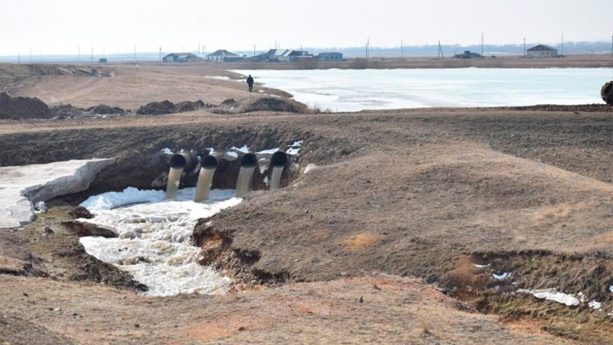 В Северном Казахстане затопило трассу Екатеринбург – Алматы