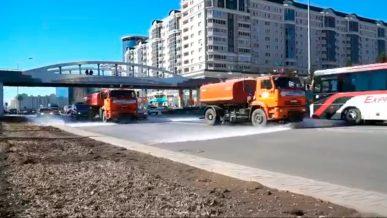 Дороги в столице РК начали мыть шампунем