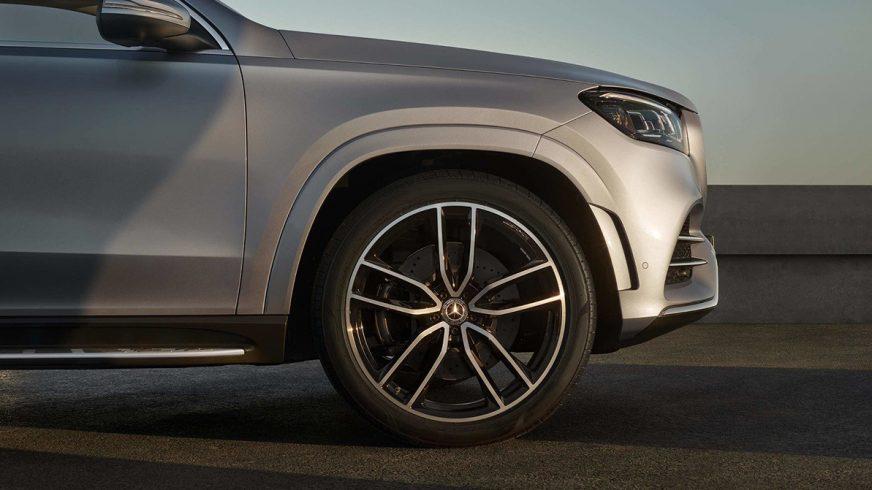 Первые фото нового Mercedes-Benz GLS