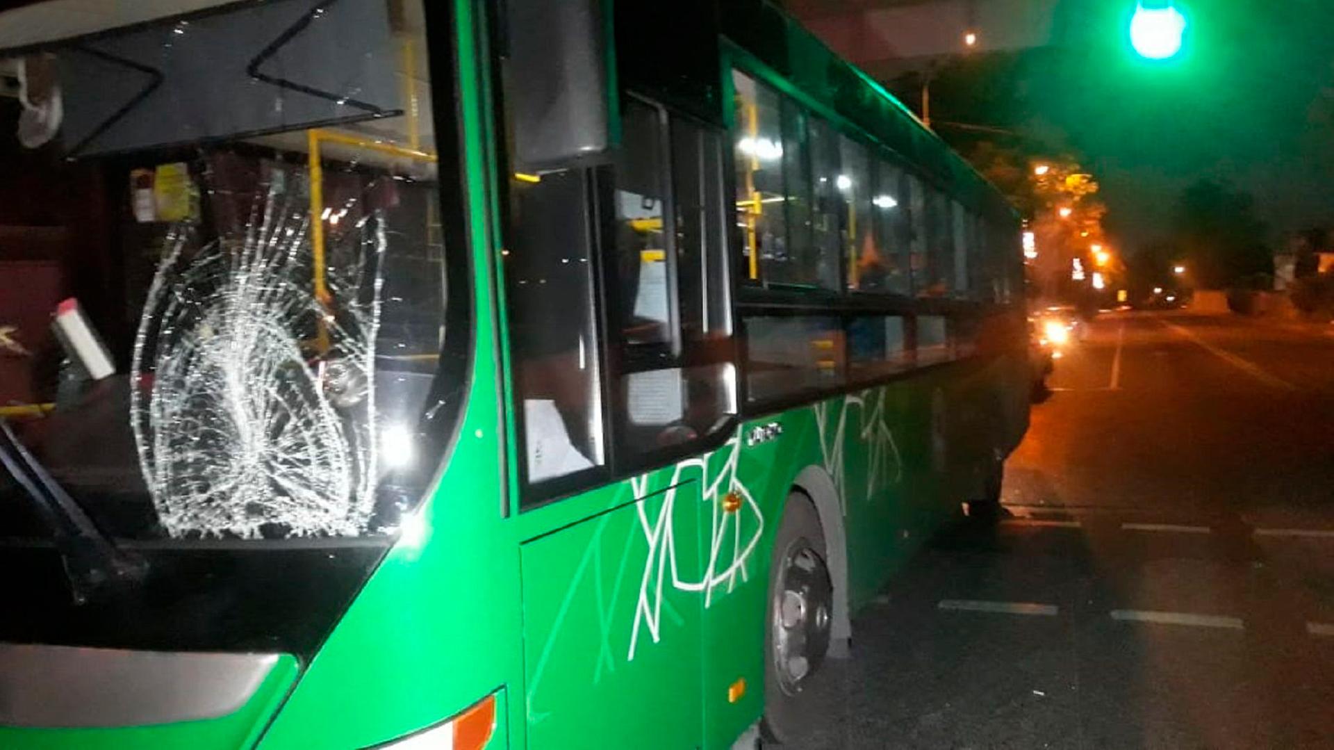 Двух пешеходов насмерть сбил автобус в Алматы