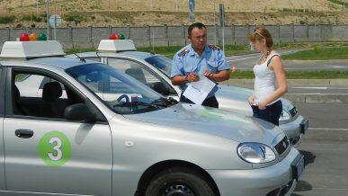 Полицейские с 1 июля перестанут принимать экзамены и выдавать права