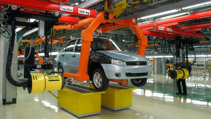 18 ноября 2004 года — начато серийное производство Lada Kalina
