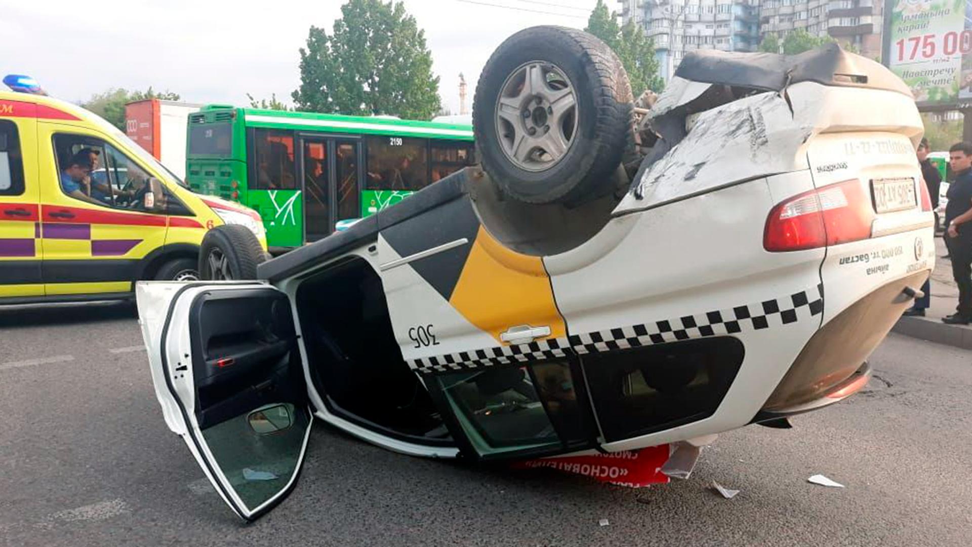 Два ДТП с «перевёртышами» произошли в Алматы