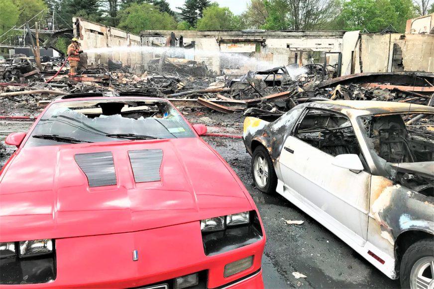 Дюжина классических авто сгорела в США