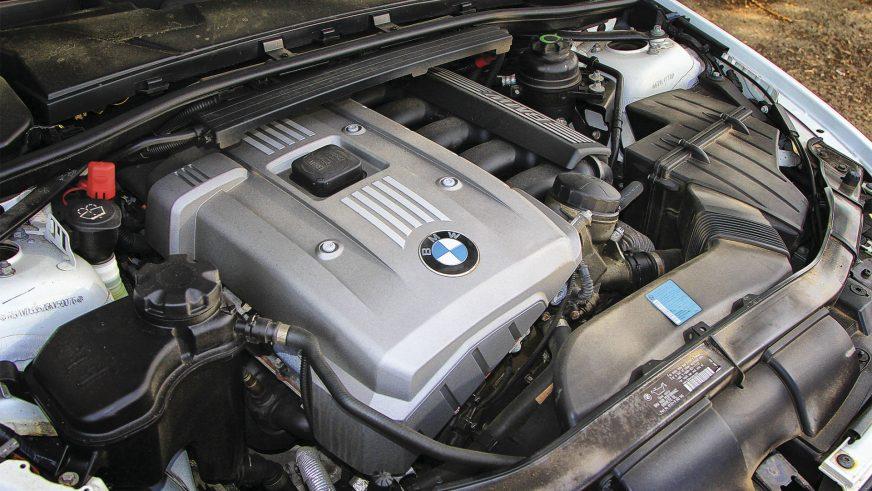 BMW 330xi - 2005 - двигатель