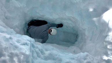 Три метра снега над крышей. История спасения Jeep Cherokee