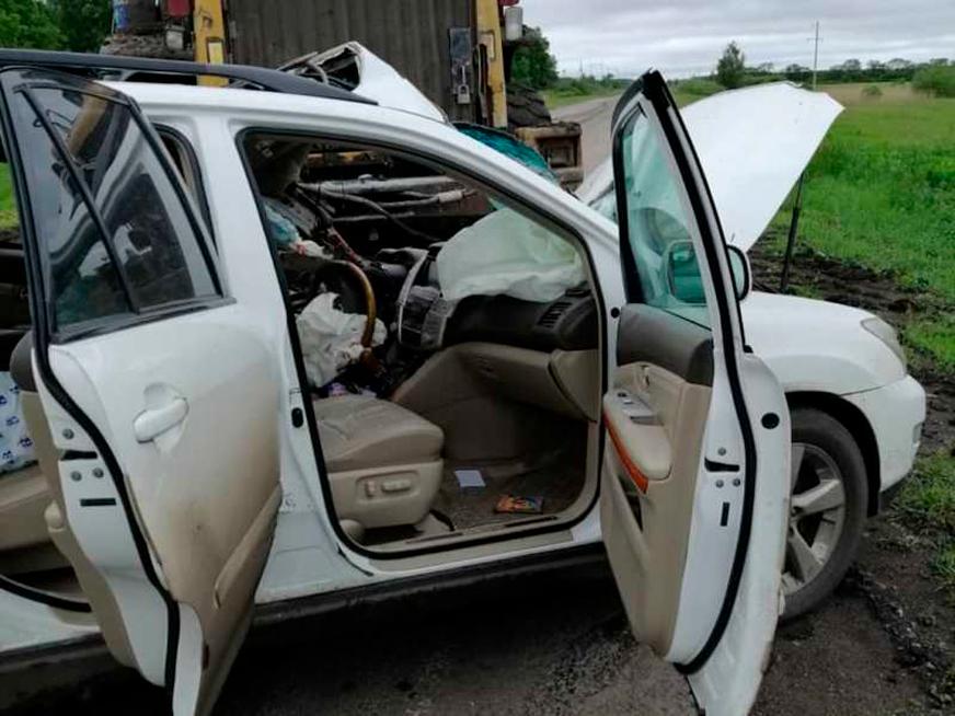 Lexus RX330 столкнулся с погрузчиком на трассе