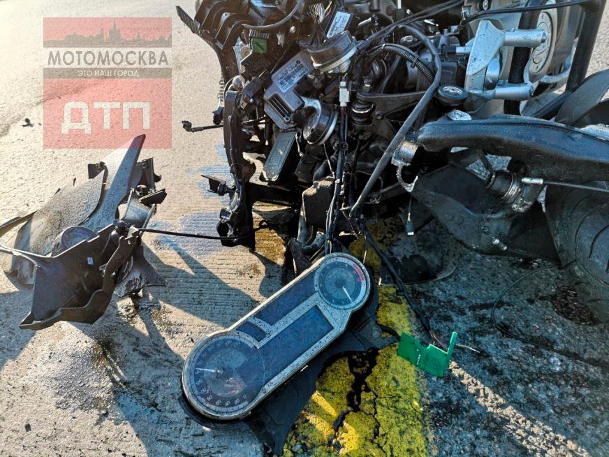 Мотоблогер, руливший ногами, погиб в ДТП