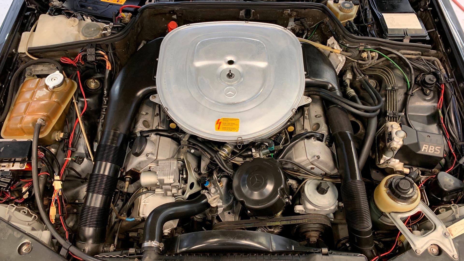 Редкий Mercedes-Benz 560SEC от AMG выставили на продажу