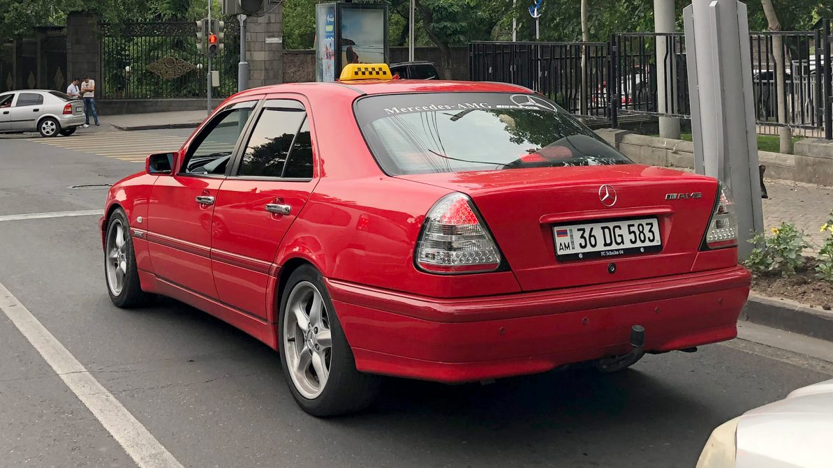 Машины с армянскими, кыргызскими и российскими номерами обяжут регистрировать в Казахстане