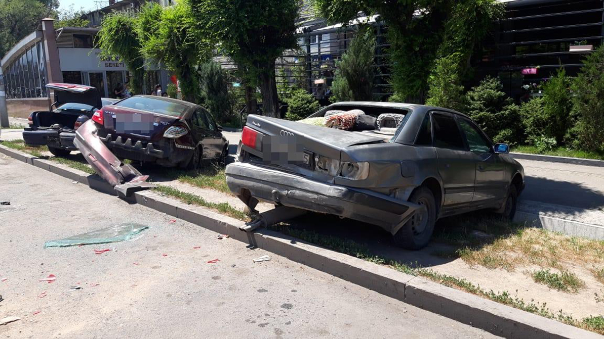 Спящий водитель Peugeot протаранил пять автомобилей