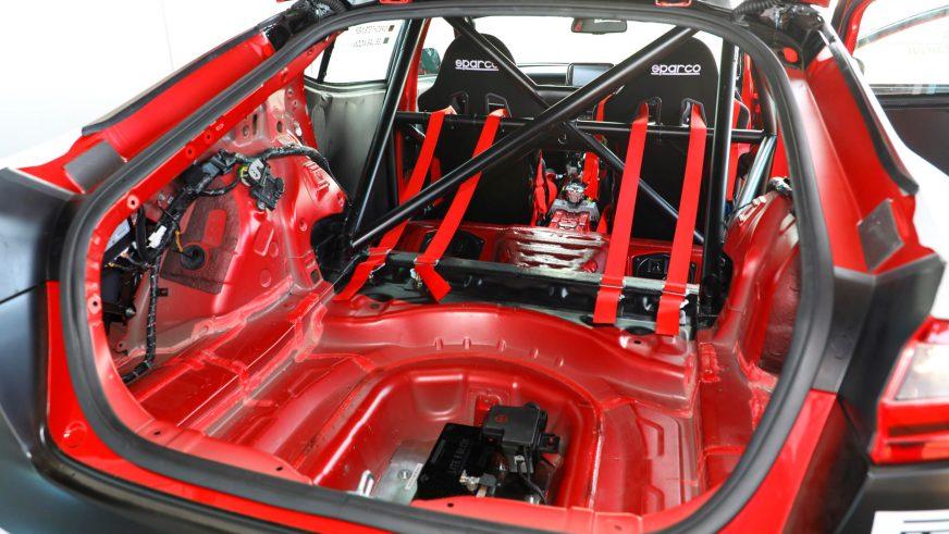 Kia Stinger превратили в гоночный автомобиль